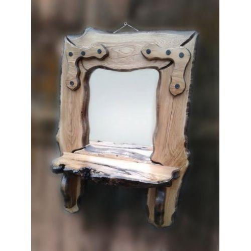 Зеркало из массива дуба с полочкой